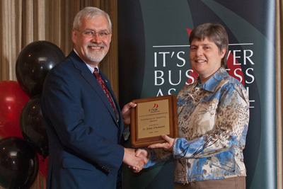 Jane Dunnett accepting the Excellence in Teaching Award from Dean Dan Coleman