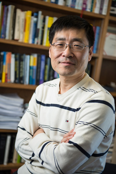 Dr. Donglei Du recently published a study on new applications for the news vendor model.